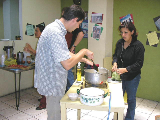 Cooking class at Guatemalensis Spanish School, learning about the guatemalan gastronomy.