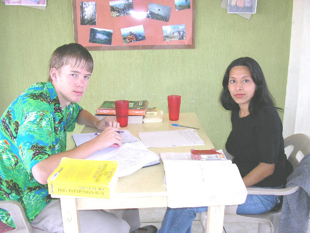 Pre university students take their spanish courses with Guatemalensis Spanish School.